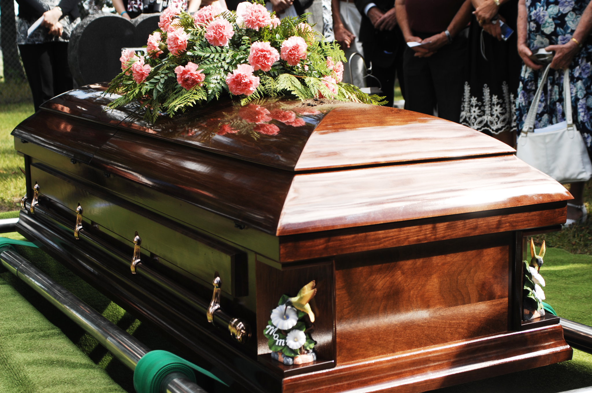 casket - Did Your Family Experience A Death Due To COVID-19? Apply For Assistance.